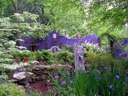 Philips garden in Alabama.  Garden of the Day in Fine Gardening.