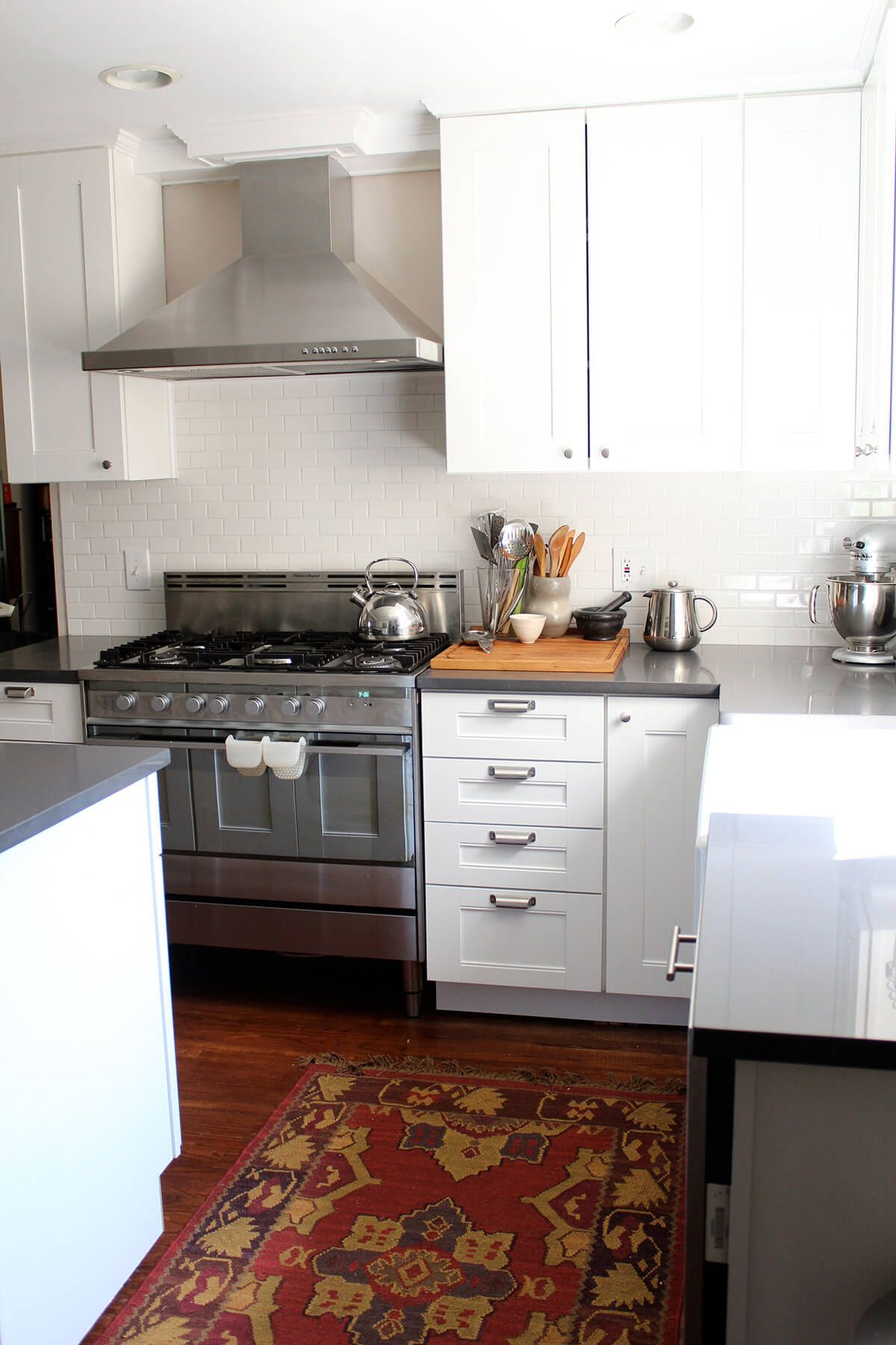 simple white kitchen with turkish rug like hood clean simple look rh pinterest com