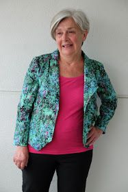 My mom's second sewcation outfit ( see her first here! ) will help her transition through spring... a Grainline Studio Morris Blazer ! ...