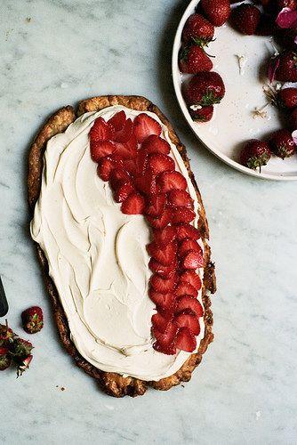 simple strawberry tart by yossy arefi, via Flickr. #Aufgetischt #EuropaPassage #EuropaPassageHamburg