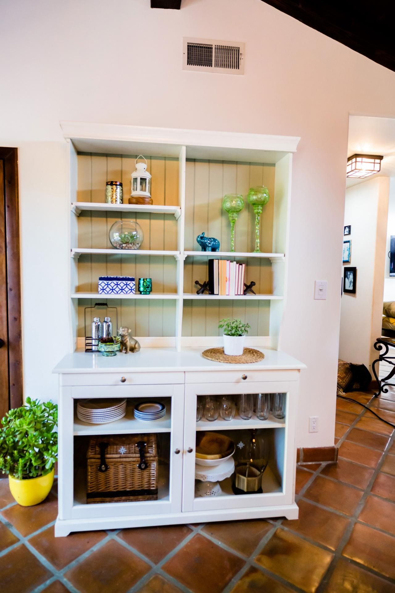 Exceptionnel Have An Old Hutch Or Cabinet At Home Thatu0027s Just Collecting Dust? Turn It  Into A Beverage And Food Station For Your Outdoor Entertaining Area.