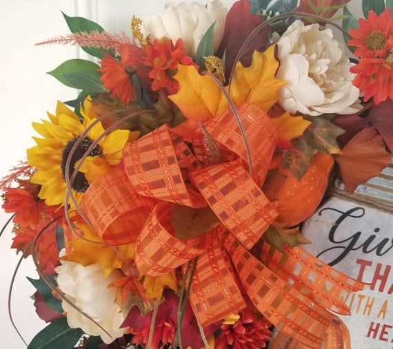 Photo of Sonnenblumenkranz, Herbstkürbiskranz, Herbstsonnenblumenkranz, Herbsttürkranz mit Schild, Bauernkranz, Pruple crysanthimum, Herbst