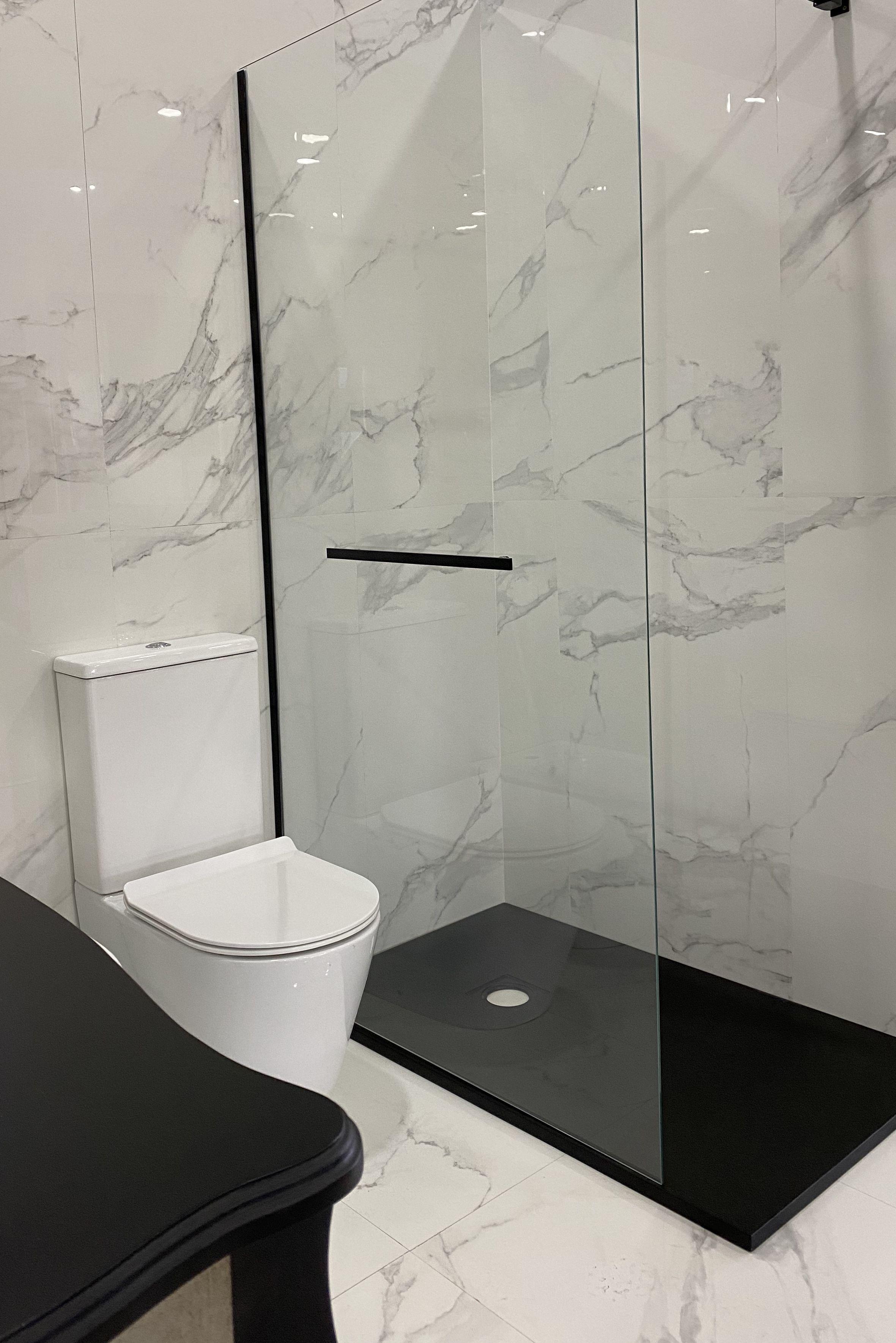 Baño imitación mármol en 2020 | Baño con azulejos, Marmol ...
