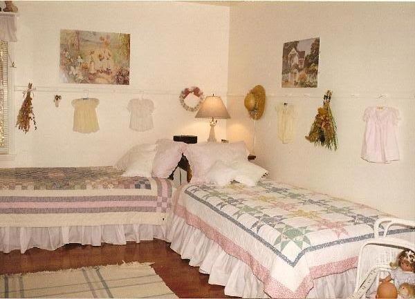 Anyone display vintage/heirloom clothing? - Home Decorating & Design Forum - GardenWeb