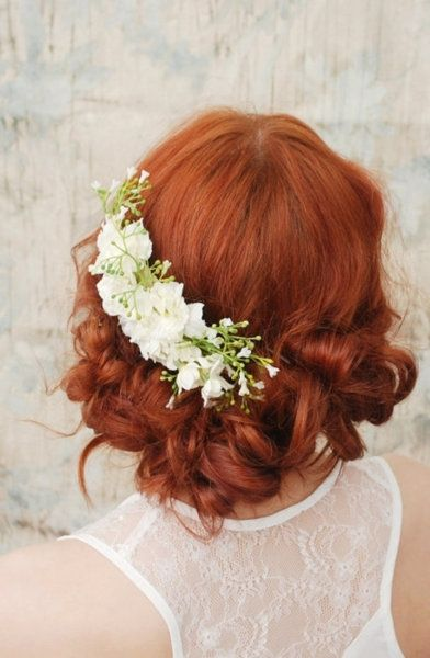 Lovely placement of this headpiece    Floral Headpiece - wedding style.  Red haired bride.