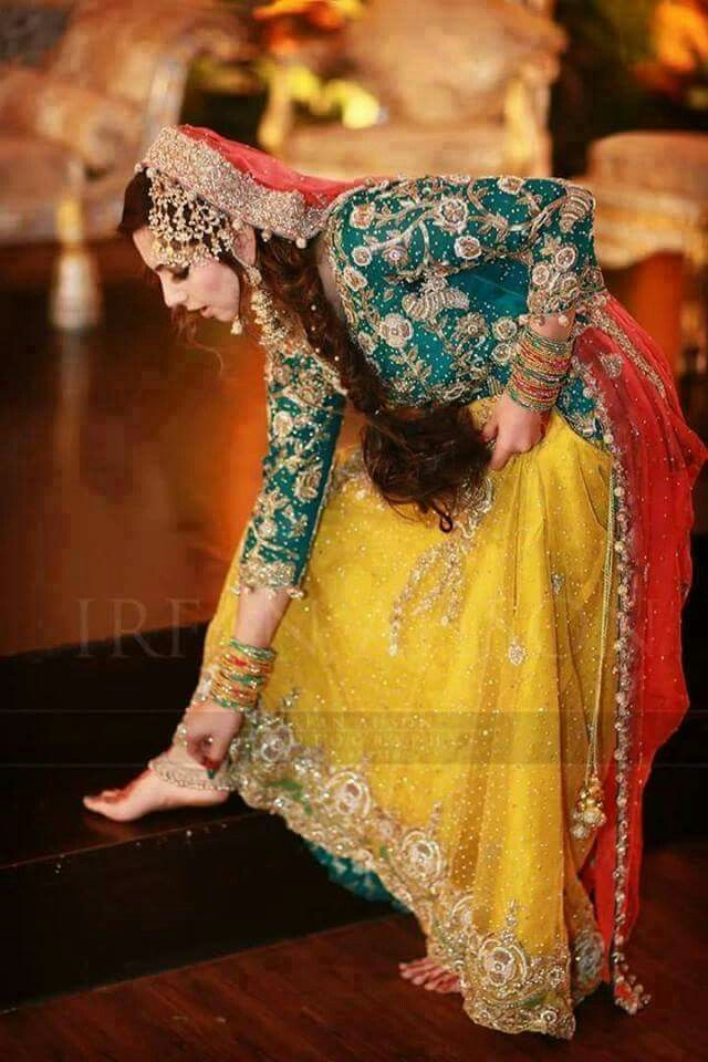 Mehndi Clothes Design : Pakistani mehndi dress pinteres