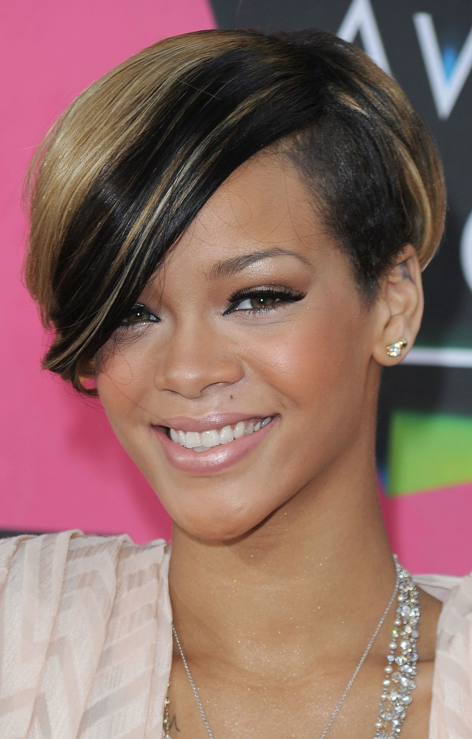 Awesome Short Hairstyles For Black Women With Oval Faces Gallery