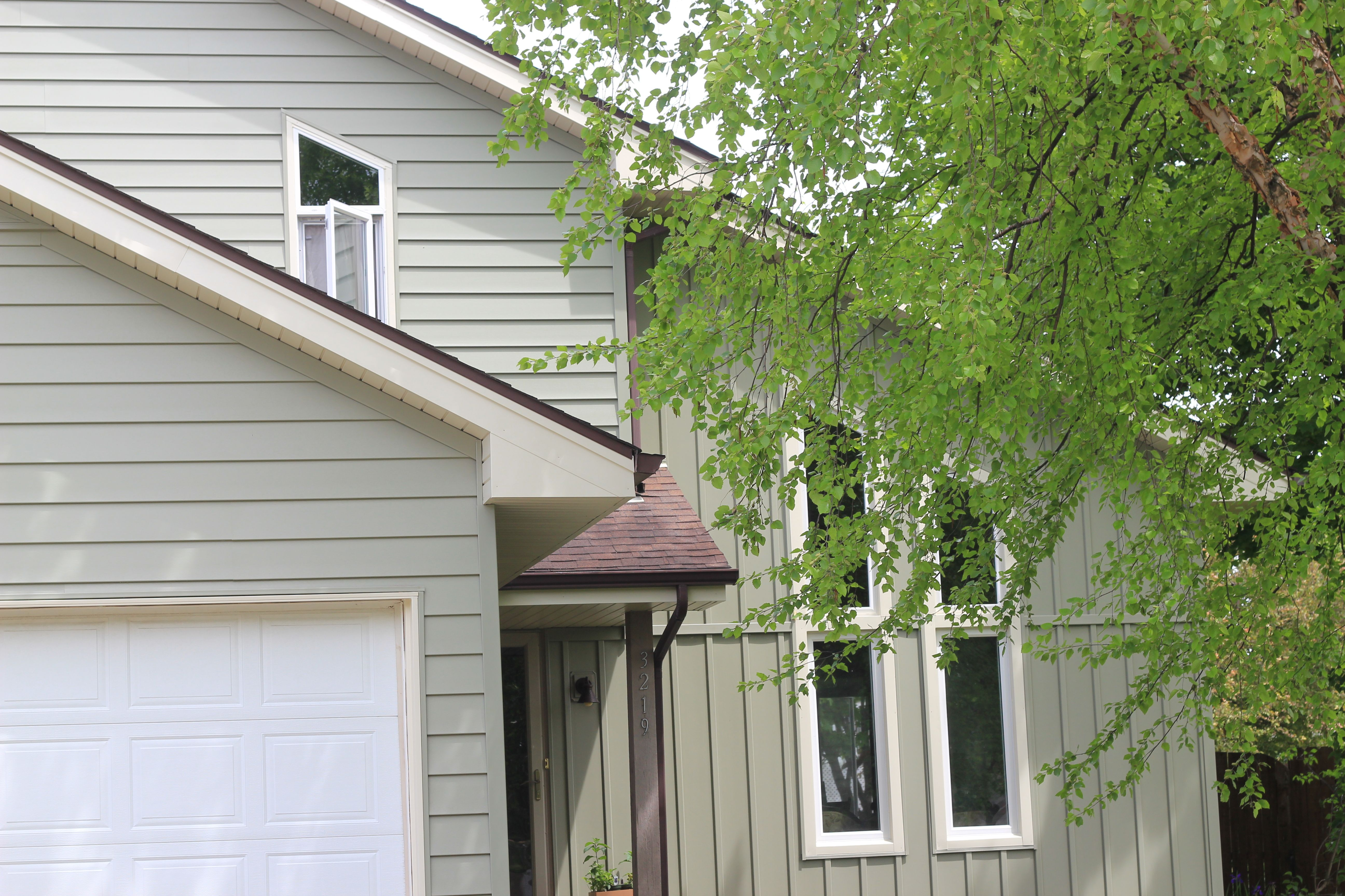 This Roofline Screamed For Trapezoid Windows We Also Installed The Siding Soffit And Gutters Here Are Excerpts From The Ho Windows Homeowner Front Windows