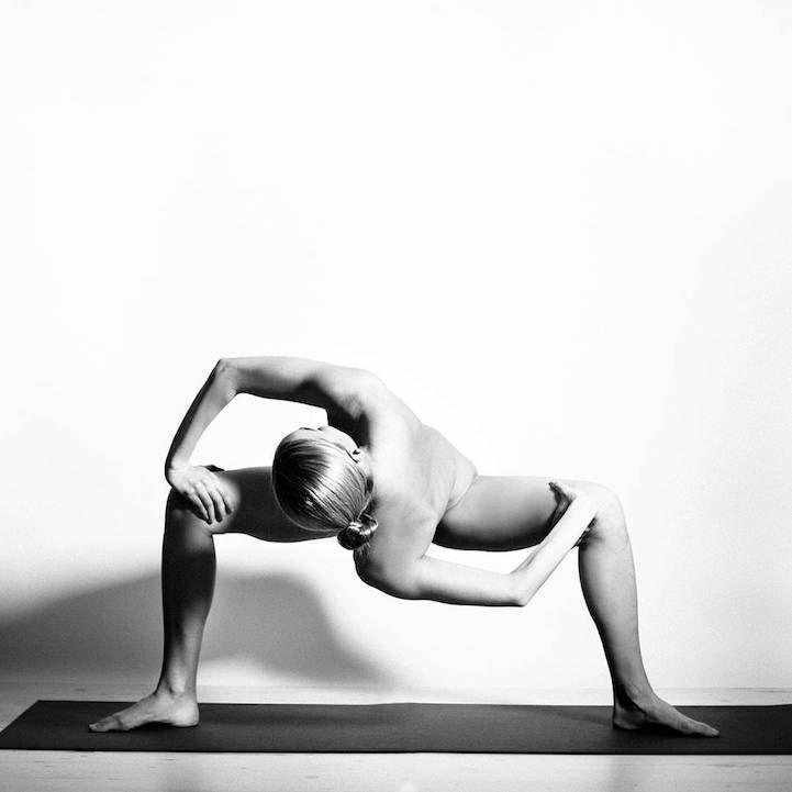 yoga girl nude