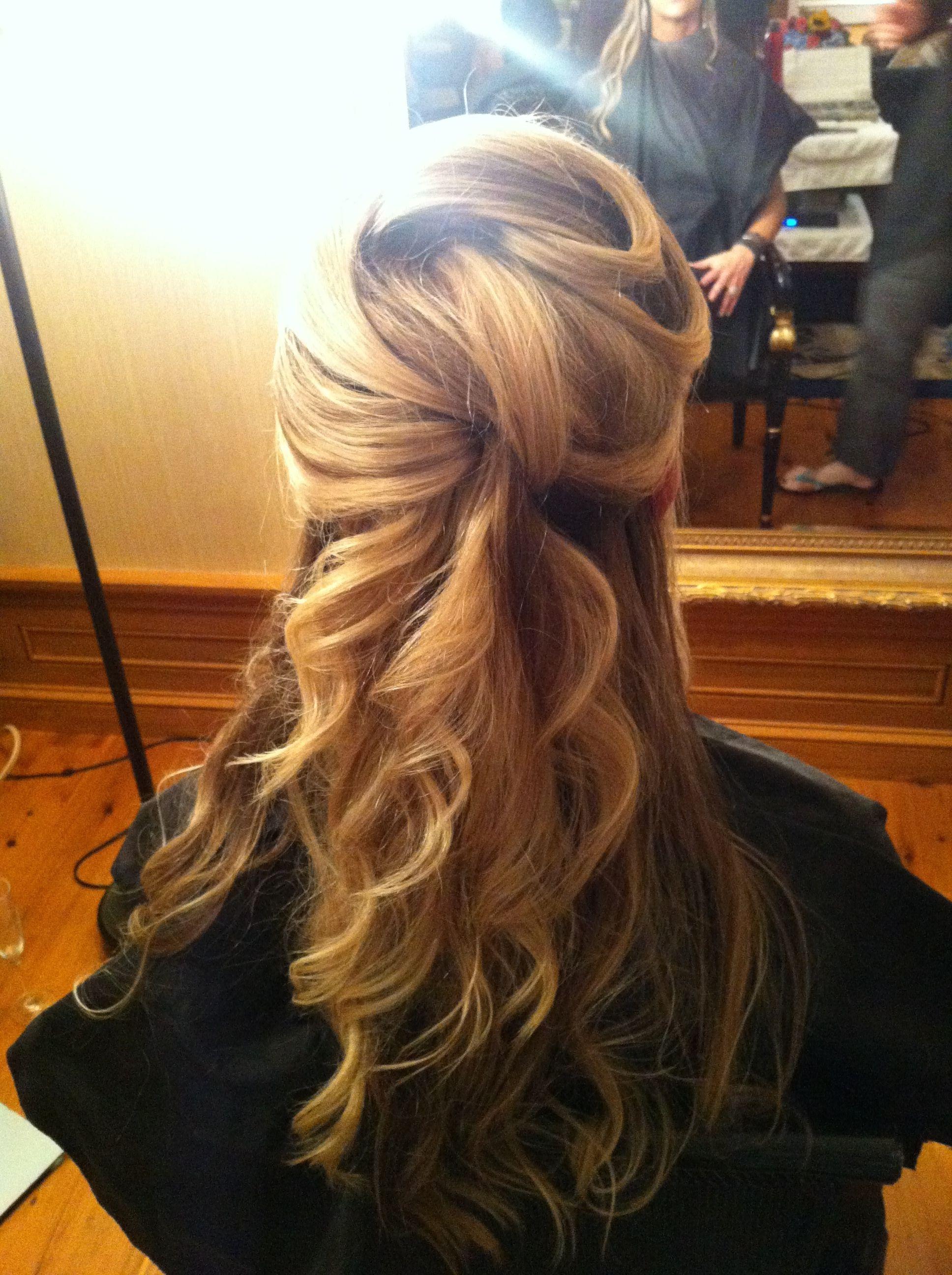 Peinados mitad cabello recogido