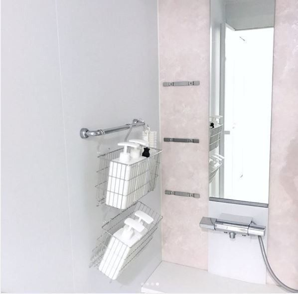 セリアで完成 お風呂掃除をグンと楽にするボトルやチューブの壁掛け収納 バスルーム 収納 シャンプー お風呂場 収納 浴室 収納