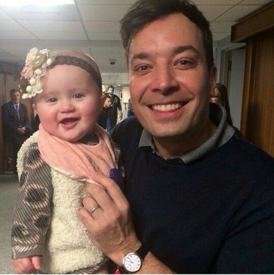 Jimmy backstage with Kelly Clarkson's adorable baby girl!