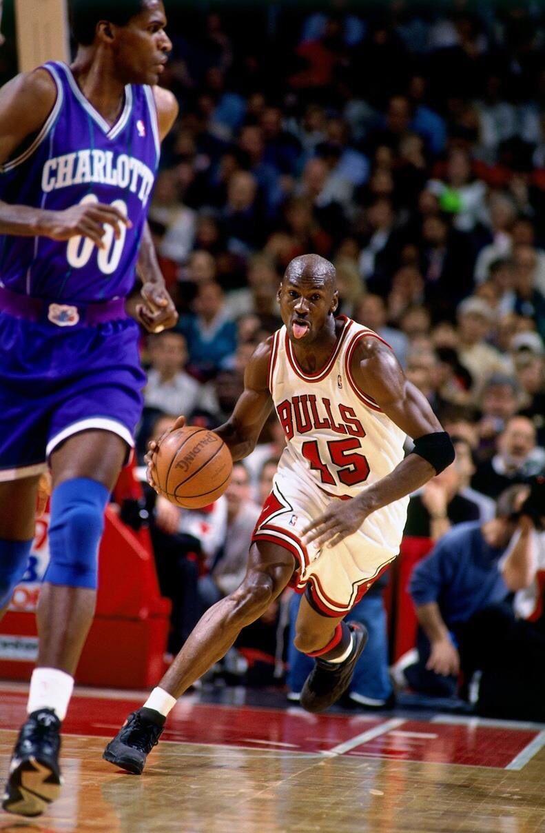 Michael Jordan Chicago Bulls vs Robert Parish on the Charlotte