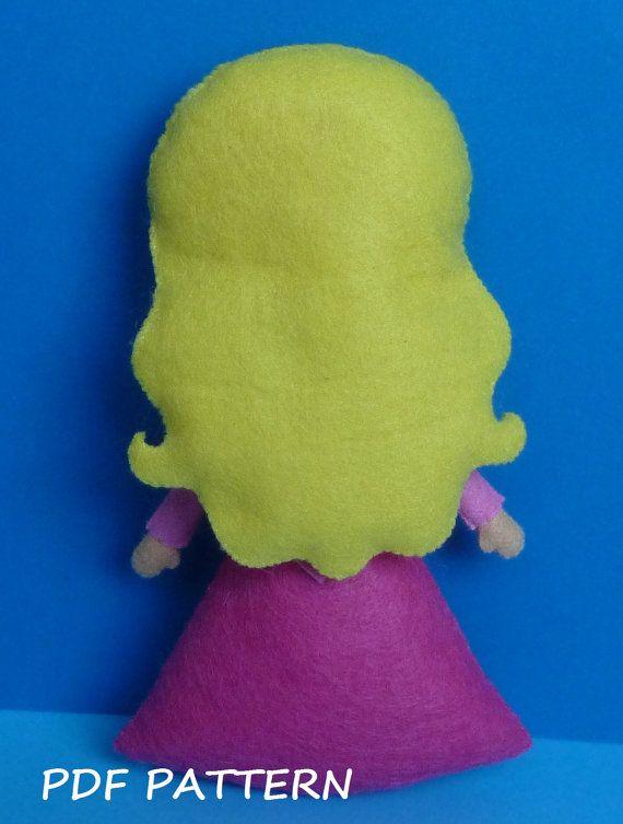 PDF sewing pattern to make a felt doll inspired in por Kosucas