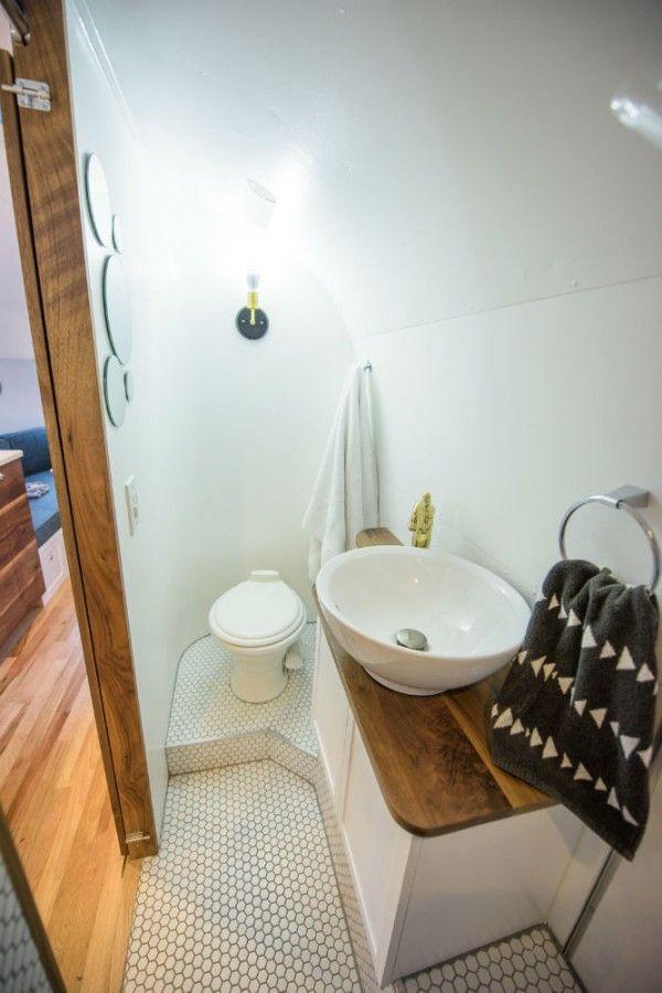 Bathroom Airstream Caravanes Airstream Flux D Air Interieur Et