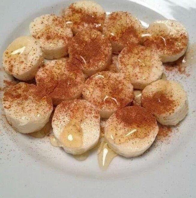 Bananas, cinnamon and a bit 'o honey. Sweet!