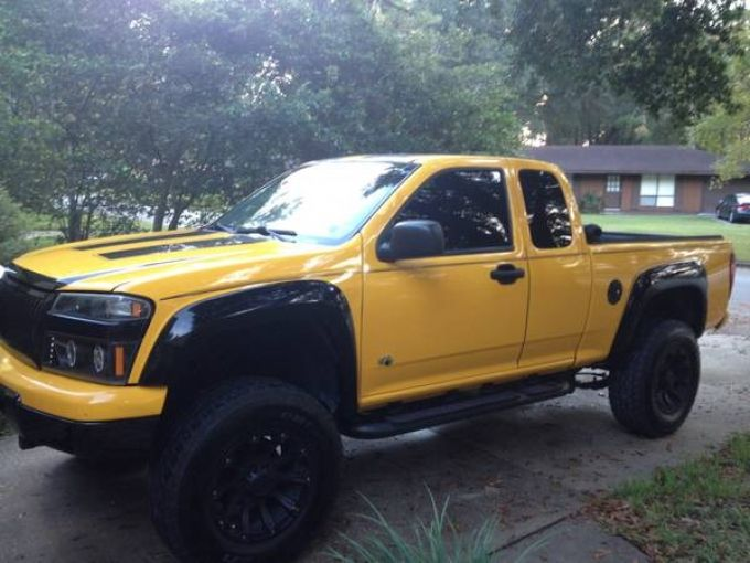 Selling My 2004 Yellow Chevy Colorado Extended Cab Z71 Lots Of