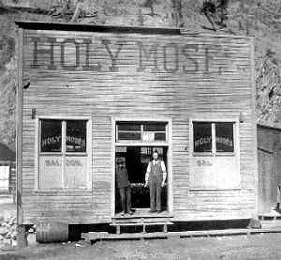 The Holy Moses Saloon In Creede Colorado 1890 Old Bars