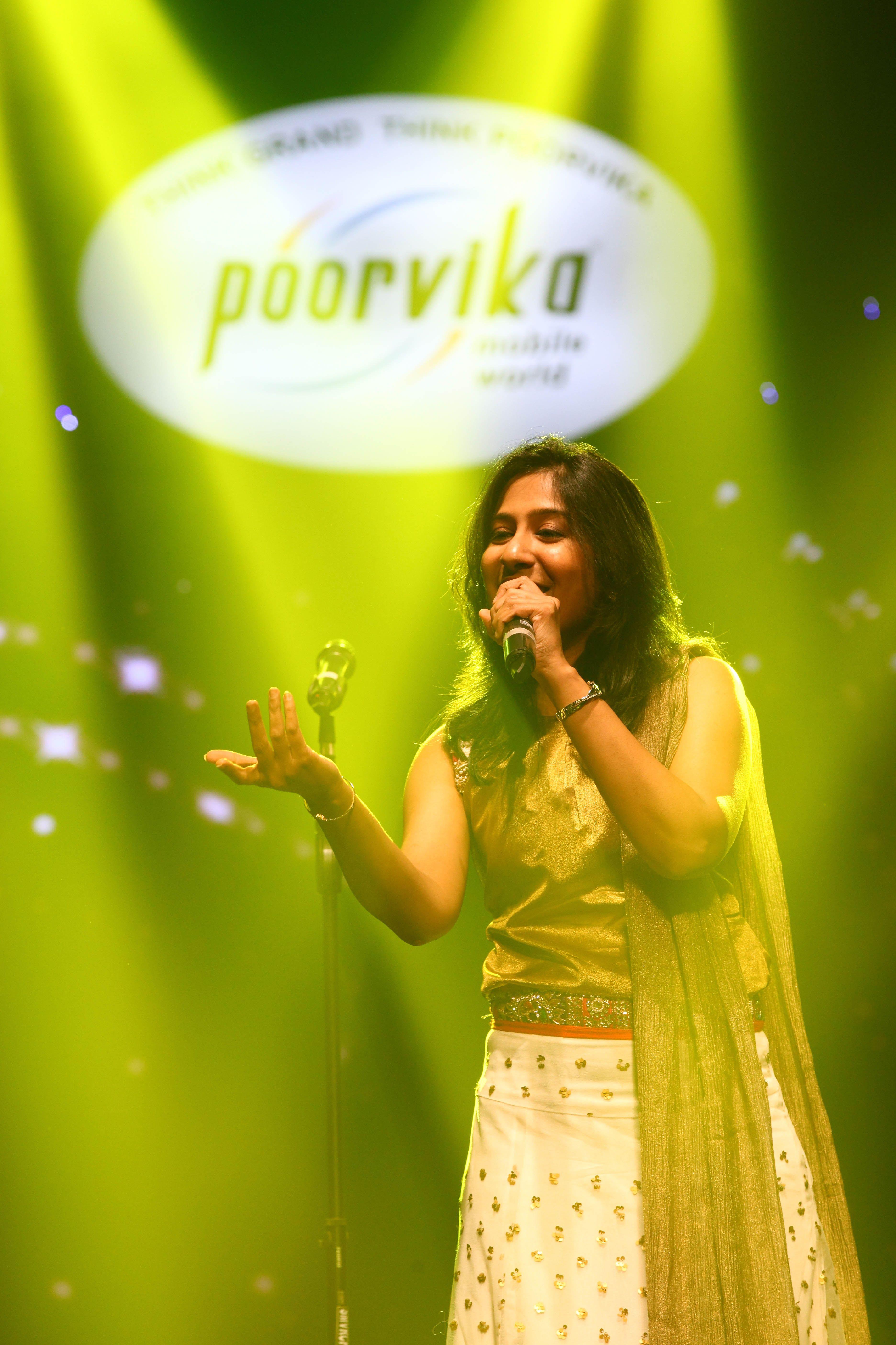 Poorvika Mobiles, Singer Swetha Mohan @ Samsung Grand 2