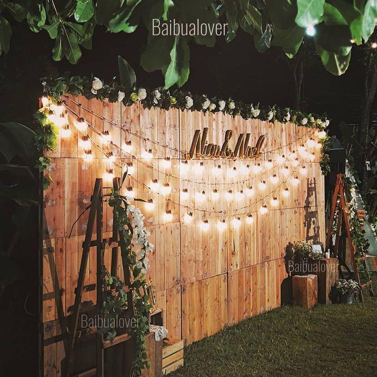 Lichter auf Holzwand Hintergrund vielleicht Ideen für die Kulisse Ihres Kopftuchs … – Hochzeit ideen