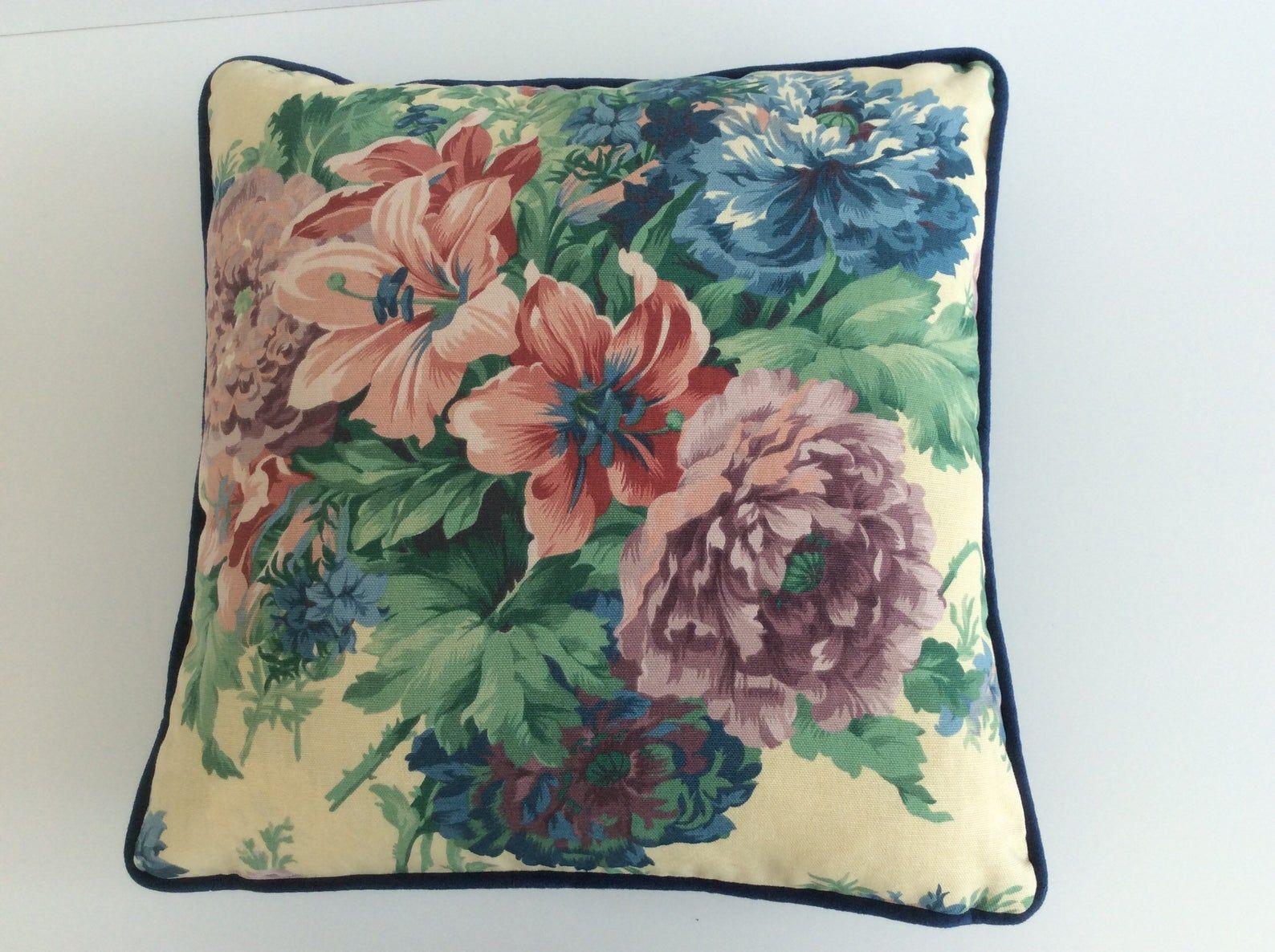 Luxe Kussen Kussensloop Chintz Vintge Bloemenprint Blauw Etsy Cushion Pillow Covers Luxury Cushions Pillow Covers