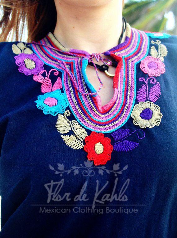 af8f922127 Blusa Azul Tradicional Mexicana Bordada a Mano   Flores