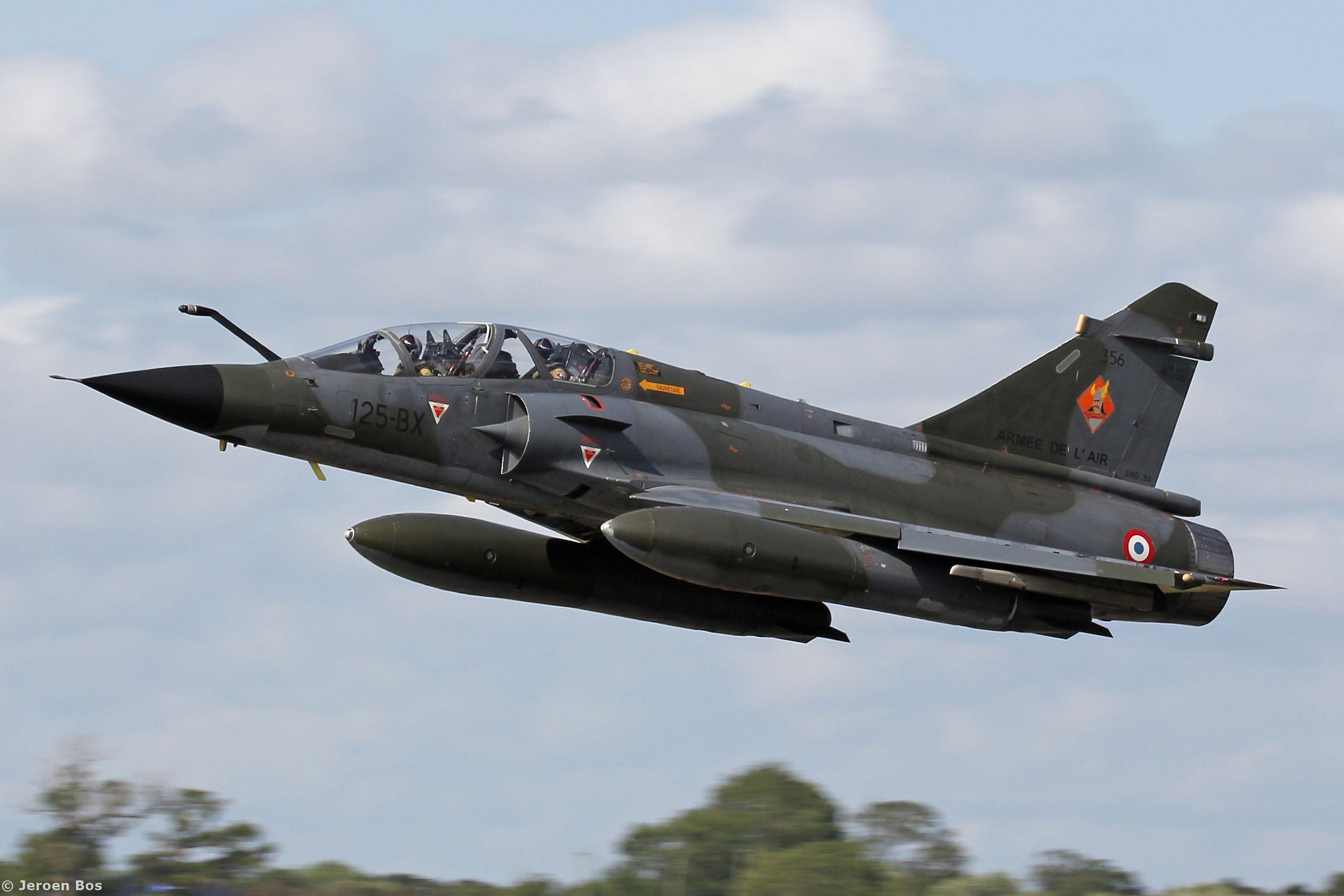 Toutes les tailles | The 'Patrouille RAMEX Delta' Mirage 2000N 356 / 125-BX taking off at RIAT 2015, Fairford UK | Flickr: partage de photos!