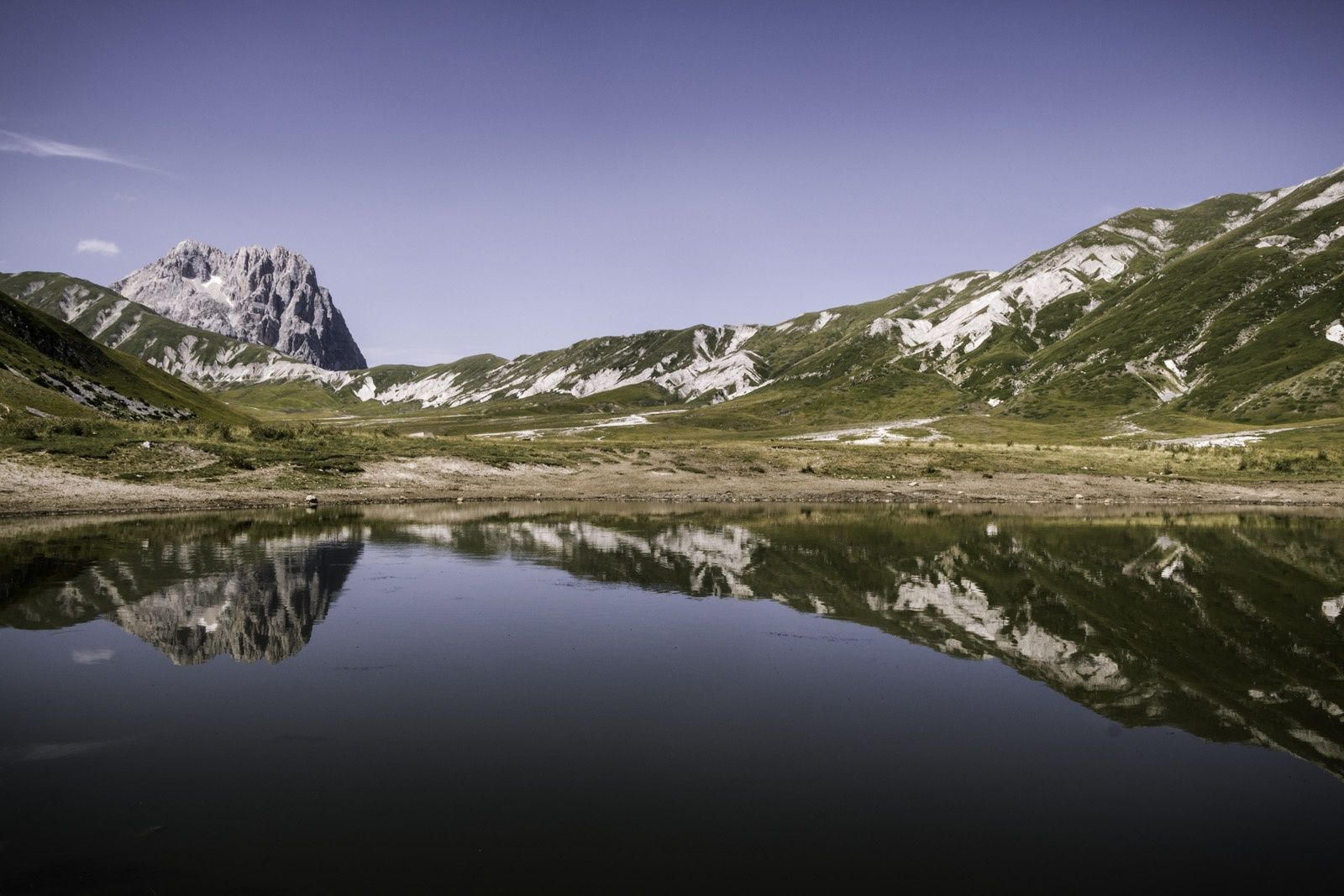 Pietranzoni Lake, Campo Imperatore by Giulia Vitale on 500px