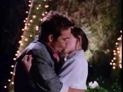 Brenda Walsh (Shannen Doherty) Dylan McKay (Luke Perry