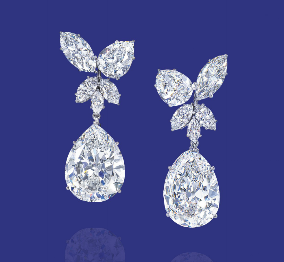 A PAIR OF DIAMOND EAR PENDANTS, BY HARRY WINSTON (diamond weighing 14,38 and 12,75 carats)