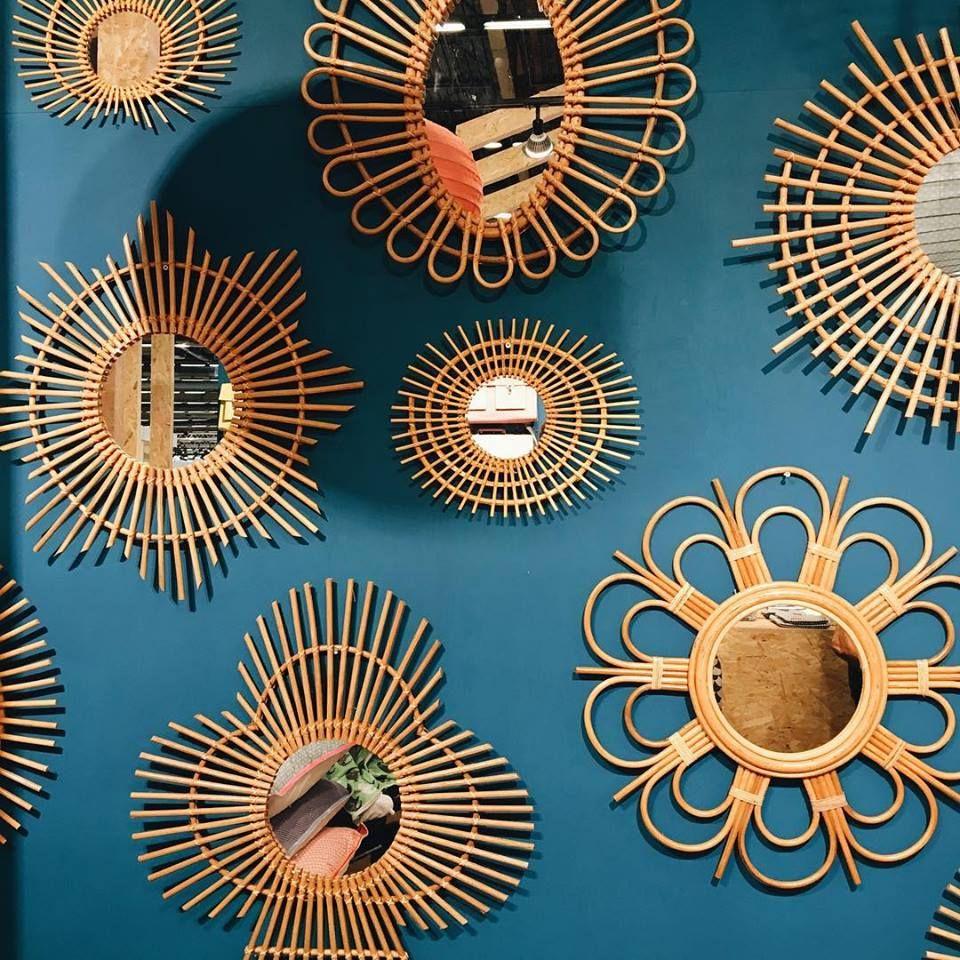 Un mur de miroirs en rotin hyper tendance en 2019 d co maison miroir en rotin et maison et objet - Miroir en rotin ...