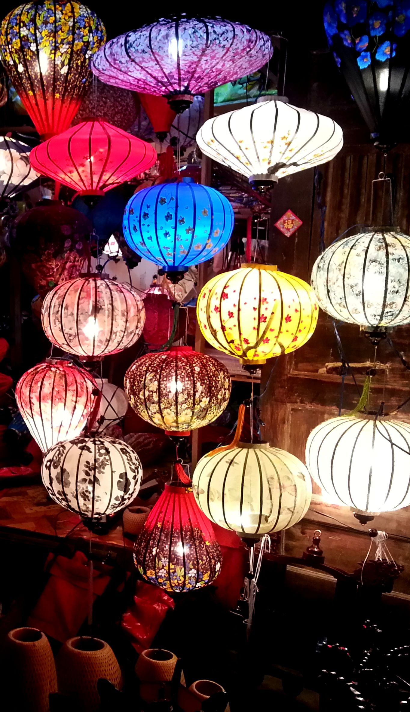 Lanterns in Hoi An Vietnam : lighting vietnam - azcodes.com