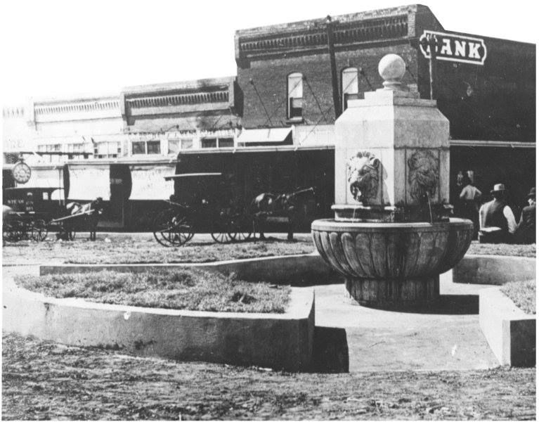 The Mineral Well Pictured Above Was A Familiar Arlington Landmark For Almost 60 Years The Original Well Was Drille Arlington Texas Texas History Well Pictures