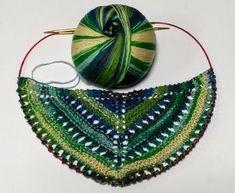 Dreiecktuch Orohena mit Lochmuster - HANDMADE Kultur