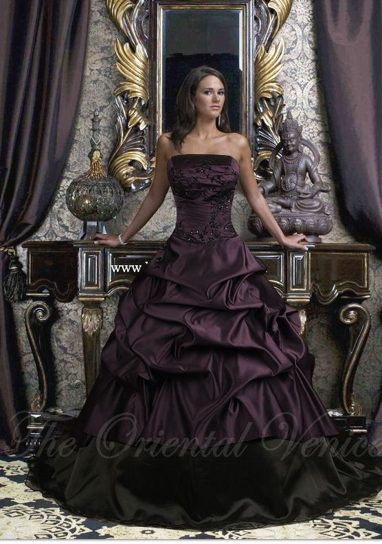 Medieval style necklaces for strapless dress