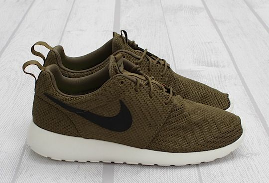green nike roshe run