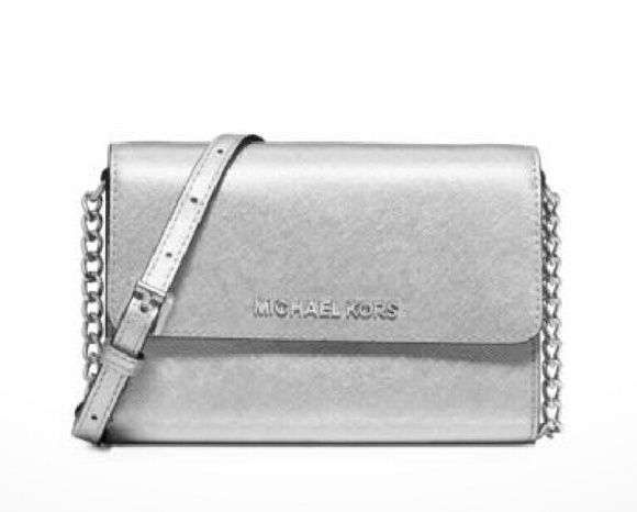342ef71474 MICHAEL KORS Jet Set Travel Metallic crossbody From the Michael Kors Jet Set  Collection the Travel phone case is the very definition of smart style.