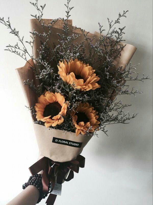Pin Ot Polzovatelya Dilaraz Na Doske Flower Power Prostye Cvetochnye Kompozicii Cvetochnye Yashiki Sushenye Cvety