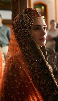 Nargis Fakhri Dressed As A Kashmiri Pundit Bride Wearing A Manish Malhotra Lehenga In Rockstar Bridelan Bollywood Actress Indian Bridal Bride
