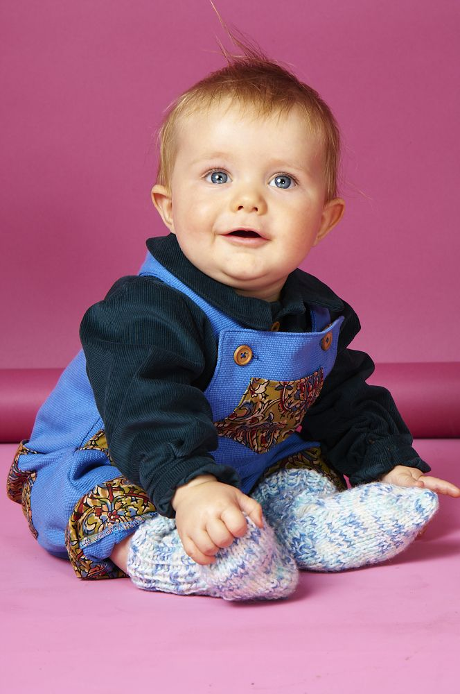 These limited edition dungarees for boys aged newborn to 3 years old are handmade  Created in blue canvas the dungarees for boys also feature african print sage swirl print trim on the ankle cuff and pockets and wooden buttons  Double buttoned on the strap for extra length, the boys dungarees also feature two side buttons to make changing nappies easier  http://www.whatmothermade.co.uk/boys-clothes-what-mother-made/limited-edition-boys-dungarees-in-blue-canvas