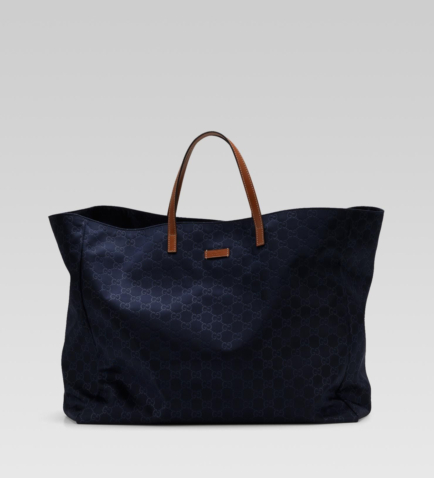 30dcffdc4abd Who doesn't need a navy Gucci beach bag? | Come on, VOGUE. | Gucci ...