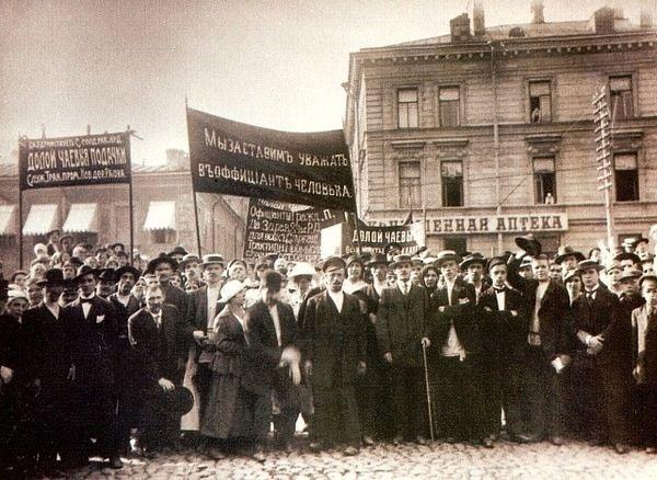 Демонстрация профсоюза трактирных служащих. Санкт-Петербург. 1910г.