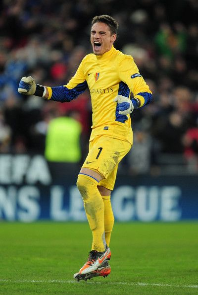 Pin By Cq14 On Goalies In 2020 Celebrities Teams Football Players