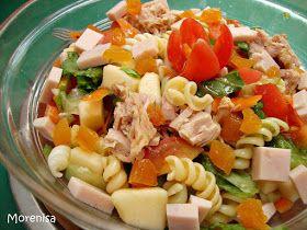 Hoy vamos a preparar una ensalada de pasta como plato único, con jamón, vegetales, frutas, atún… Con estos días de calor es de lo que má...