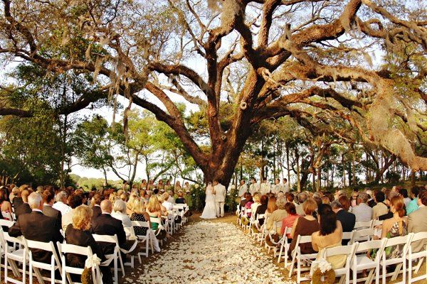 The Ribault Club With 100 Acres The Outdoors Are Beautiful And Have Water Views Florida Wedding Venues Beautiful Beach Wedding Wedding Wire