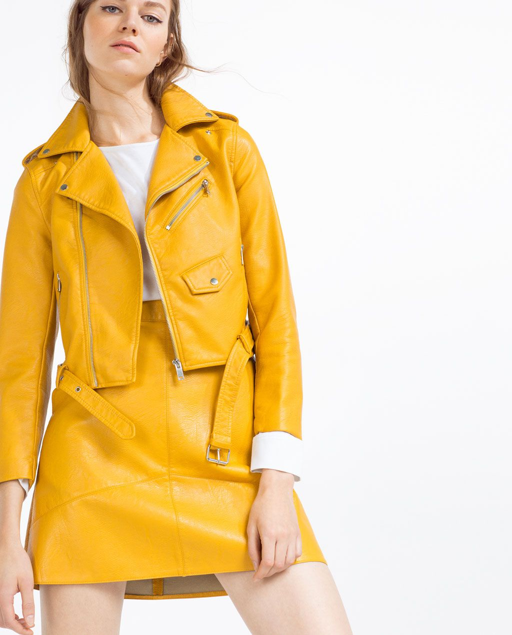Chaqueta cuero zara amarilla