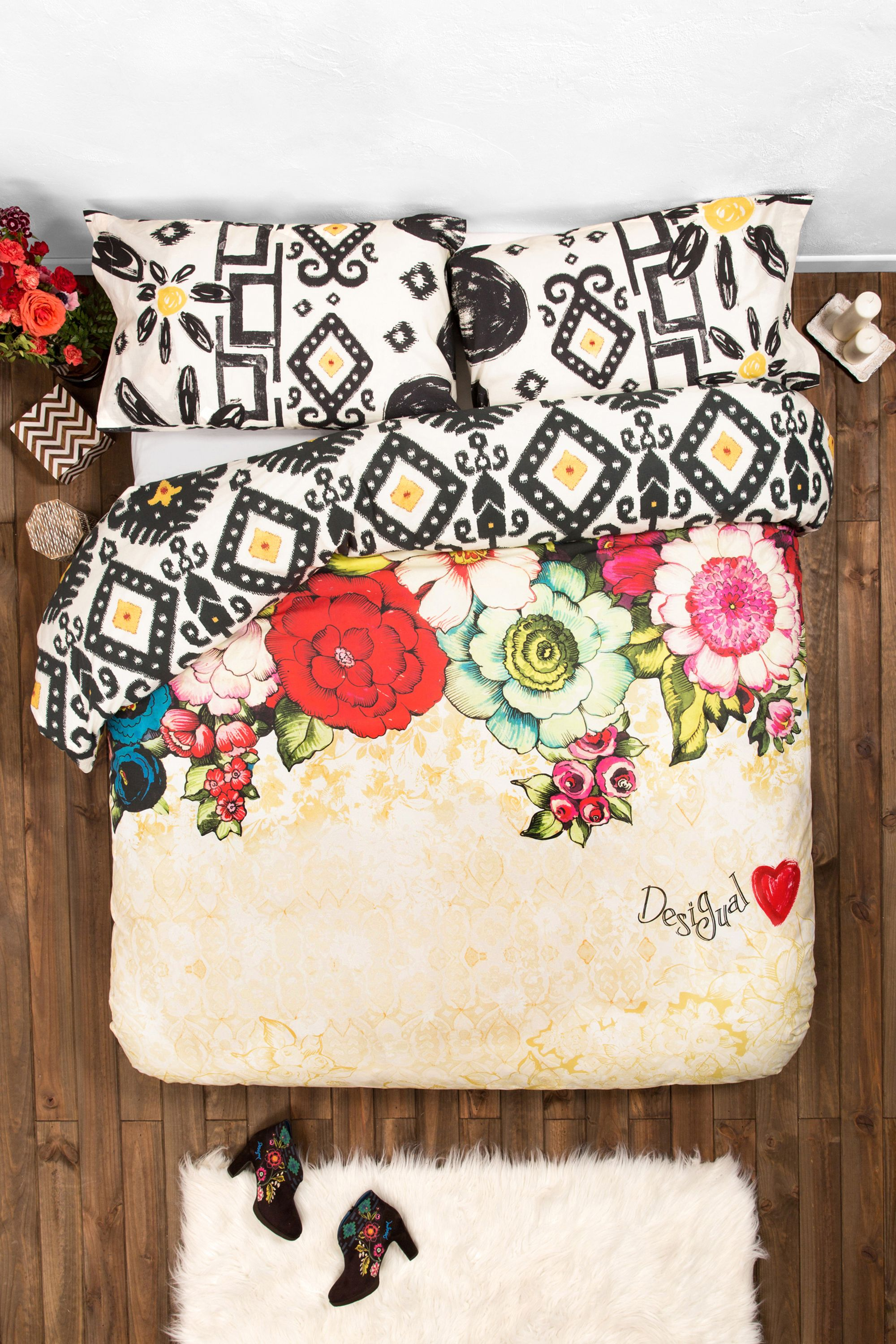 Cuscini Divano Desigual.This Reversible Duvet Cover And Pillow Set From Desigual Is The