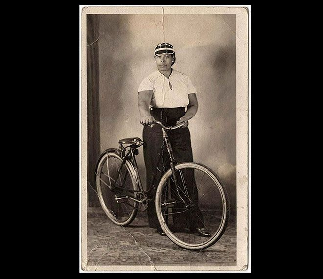 Archival Pictures Of Women On Bikes From The Collection Of The Ardent Cyclist Royston Taylor Bicicleta Andar De Bicicleta