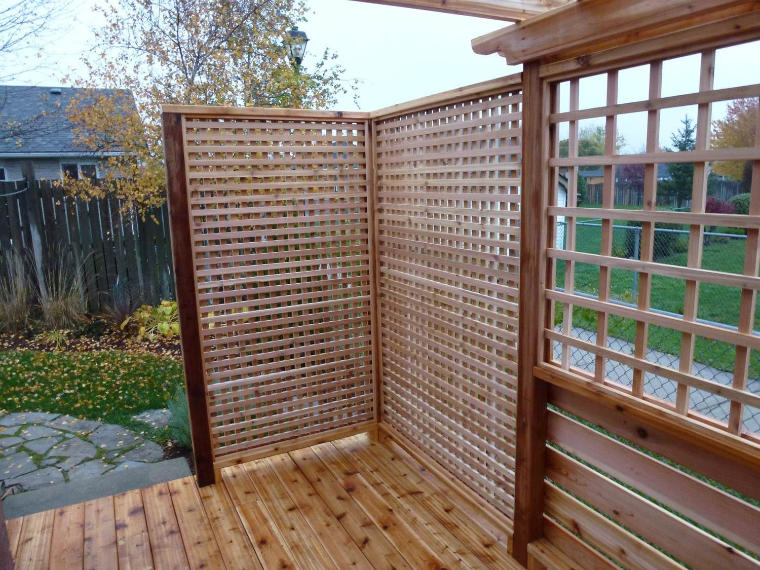 Cedar privacy screens cedar deck with privacy screen for Patio deck privacy screen