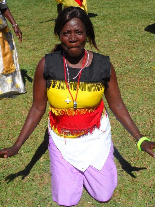 An-Acholi-woman-traditional-dancer-couldnt-hide-her-excitement.jpg (500×667)